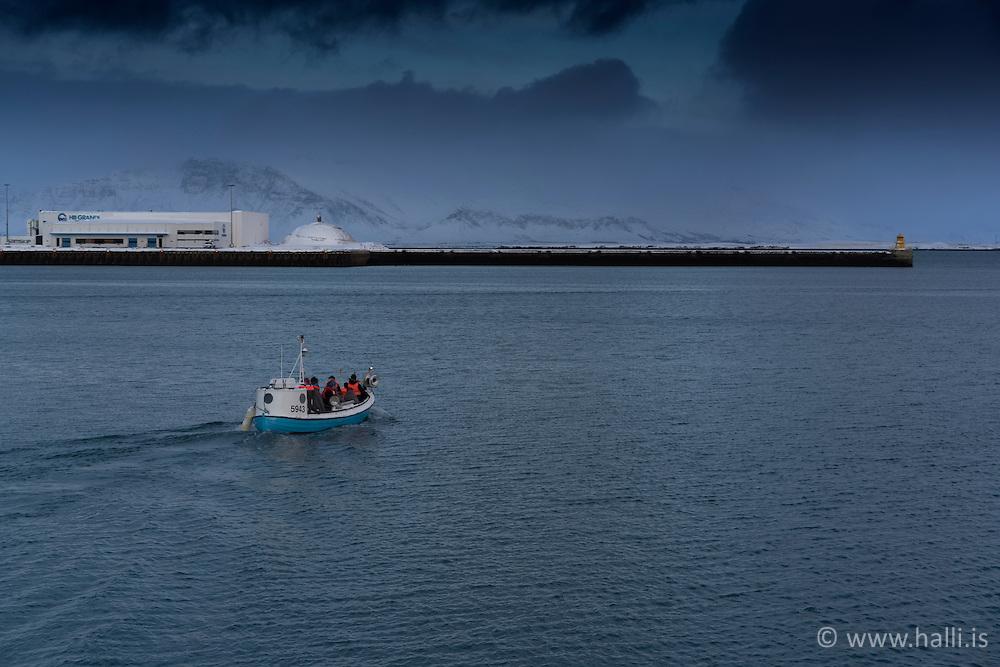 Small boat leaving Reykjavik harbour at winter - trilla að fara frá Reykjavíkurhöfn
