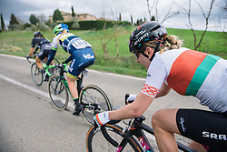 The chase is on to keep Nikki Harris at a safe distance - Strade Bianche Elite Women 2016