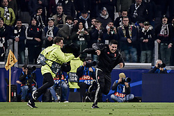 November 26, 2019, Torino, Torino, Italia: Foto LaPresse - Marco Alpozzi.26 Novembre 2019 Torino, Italia.Sport.Calcio.Juventus Fc vs  Atletico Madrid - Uefa Champions League 2019 2020 - Fase a gironi - Gruppo D..Nella foto: Tifoso invade il campo ..Photo LaPresse - Marco Alpozzi.November 26, 2019 Turin, Italy.sport.soccer.Juventus Fc vs  Atletico Madrid - Uefa Champions - Group Stage - .In the pic: Fan invades the pitch (Credit Image: © Marco Alpozzi/Lapresse via ZUMA Press)