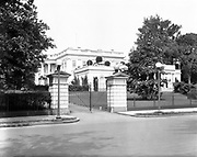 0613-B094.  North gate of the White House, Washington, DC, 1922