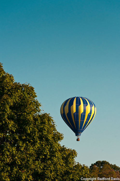 Balloon in the late afternoon.