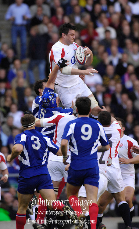 Twickenham, GREAT BRITAIN, Martin CORRY Collects the line out ball, during the England vs France Six Nations Rugby International at Twickenham Stadium England on Sunday 11.03.2007,  [Photo Peter Spurrier/Intersport Images]