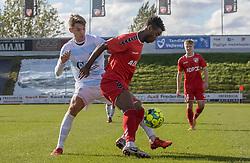 Oliver Kjærgaard (FC Helsingør) og Raphael Onyedika Nwadike (FC Fredericia) under kampen i 1. Division mellem FC Fredericia og FC Helsingør den 4. oktober 2020 på Monjasa Park i Fredericia (Foto: Claus Birch).