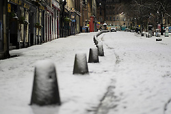 Edinburgh, Scotland, UK. 21 January 2020. Scenes taken between 4am and 5am in Edinburgh city centre after overnight snow fall. Pic; Grassmarket in the Old Town. Iain Masterton/Alamy Live News