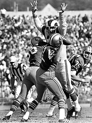 San Francisco 49ers John Brodie against the Rams..(photo/Ron Riesterer)