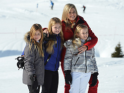 22.02.2016, Lech, AUT, Fototermin mit der Niederländischen Königsfamilie in Lech am Arlberg, im Bild Prinzessin Alexia, Prinzessin Amalia, Königin Maxima und Prinzessin Ariane (von Links) // Princess Alexia, Princess Amalia, Queen Maxima and Princess Ariane, from left, pose for photographers during a photo session in the Austrian skiing resort of in Lech, on Monday, Feb. 22, 2016. The Dutch Royal family is currently spending their winter vacation in the western Austrian province of Vorarlberg. Lech, Austria on 2016/02/22. EXPA Pictures © 2016, PhotoCredit: EXPA/ Stringer