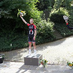 13-09-2020: Wielrennen: Omloop: Ulestraten<br /> De Klimomloop van Ulestraten voor junior-vrouwen is gewonnen door Elise Uijen.<br /> De Europees en Nederlands kampioene tijdrijden reed in de slotronde weg bij de concurrentie. Achter de Brabantse eisten haar WV Schijndel-ploeggenotes Willemijn Prins (tweede) en Mijntje Geurts de tweede en derde plek op.