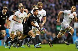 Aaron Smith (New Zealand) passes the ball - Photo mandatory by-line: Patrick Khachfe/JMP - Tel: Mobile: 07966 386802 16/11/2013 - SPORT - RUGBY UNION -  Twickenham Stadium, London - England v New Zealand - QBE Autumn Internationals.