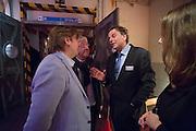 Minister Bert Koenders praat in de wandelgangen met PvdA-leden. In Utrecht wordt het PvdA congres gehouden. Tijdens het congres wordt de aftrap gegeven voor de verkiezing van de Provinciale Staten en de waterschappen. Ook wordt afscheid genomen van Mariette Hamer an Frans Timmermans.<br /> <br /> The Labour Party conference is held in Utrecht. During the conference, the kickoff is given for the election of provincial and district water boards.