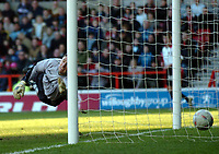 Picture: Henry Browne.<br /> Date: 25/01/2004.<br /> Nottingham Forest v Sheffield United FA Cup Fourth Round.<br /> <br /> Forest keeper Darren Ward is beaten by a dramatic shot by United's Chris Morgan to make it 2 - 0.