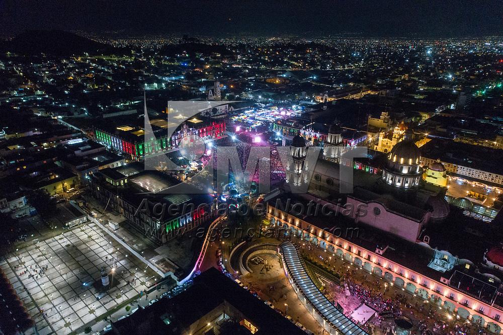 Toluca, México.- La Plaza de los Martires durante la celebración del 209 anoversario de la independencia de México (imagen tomada con drone). Agencia MVT / Mario Vázquez de la Torre.