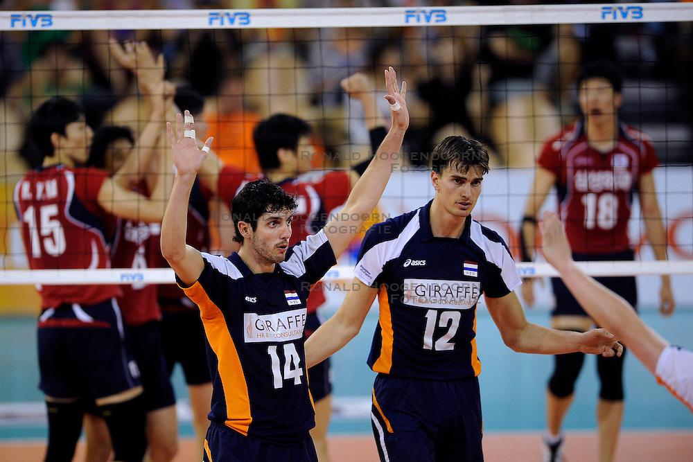 08-07-2010 VOLLEYBAL: WLV NEDERLAND - ZUID KOREA: EINDHOVEN<br /> Nederland verslaat Zuid Korea met 3-0 / Wytze Kooistra en  Niels Klapwijk <br /> ©2010-WWW.FOTOHOOGENDOORN.NL