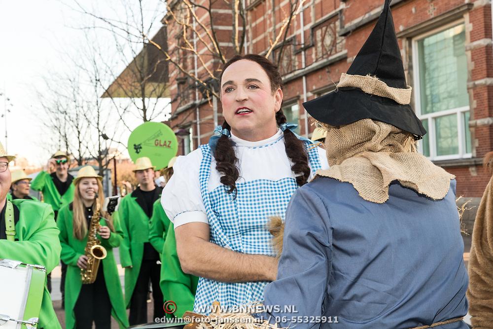 NLD/Amsterdam/20190401 -  Opening Burgerroom Gordon , Gordon en de vogelverschikker