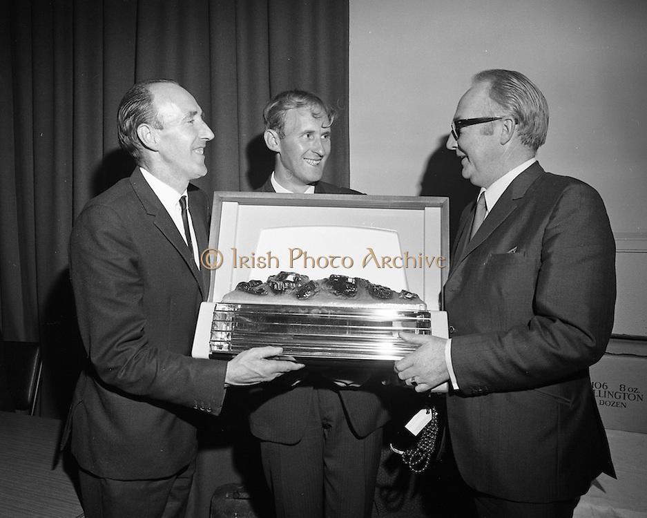24/9/1970<br /> 9/24/1970<br /> 24 September 1970<br /> <br />  Presentation for Irish Distillers at Newlines Golf Club