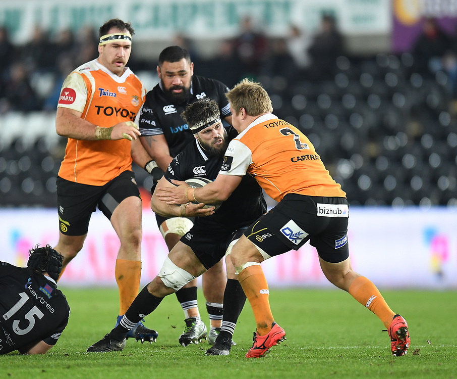 Ospreys' Guy Mercer in action today<br /> <br /> Photographer Mike Jones/Replay Images<br /> <br /> Guinness PRO14 Round Round 16 - Ospreys v Cheetahs - Saturday 24th February 2018 - Liberty Stadium - Swansea<br /> <br /> World Copyright © Replay Images . All rights reserved. info@replayimages.co.uk - http://replayimages.co.uk