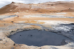 Namafjall, Fumarole, Solfataren, heisse Schlammtoepfe oder Schlammsprudel in Nord Island, Hot Mud Pot or Mud pool in North iceland, Hverir, Hverarond, Myvatn Region, Hveraroend, Myvatn Area, North Iceland