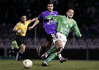 Fotball<br /> Frankrike 2004/05<br /> Istres v Saint Etienne<br /> 18. desember 2004<br /> Foto: Digitalsport<br /> NORWAY ONLY<br /> DAVID HELLEBUYCK (ST-E) / ADEL CHEDLI (IST)
