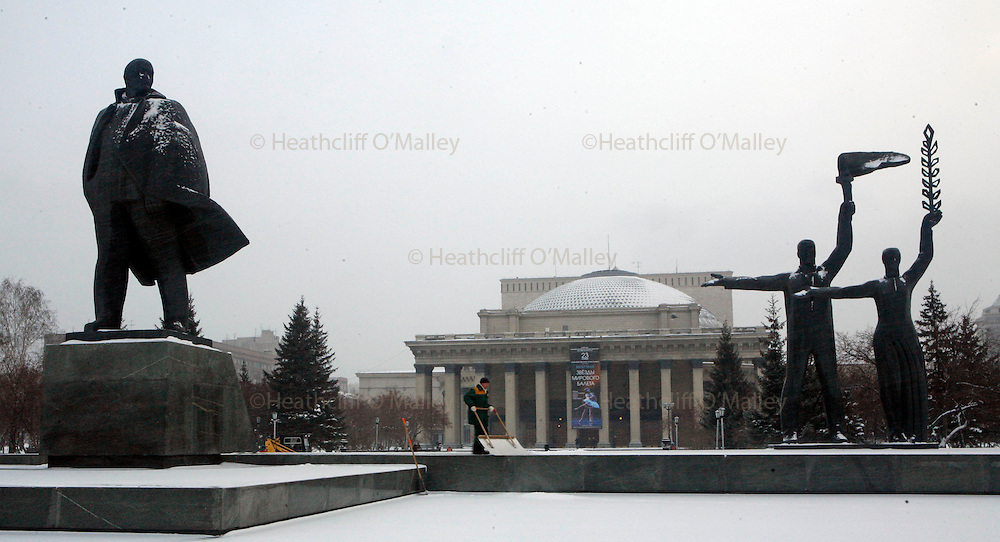 Photo by Heathcliff Omalley..Novosibirsk 15  November 2007.The Lenin statue standing in front of the Opera and Ballet Theatre in Siberia's largest city of Novosibirsk.