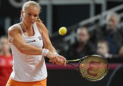 08-02-2015 NED: Fed Cup Nederland - Slowakije, Apeldoorn<br /> Kiki Bertens heeft orde op zaken gesteld tijdens de tweede dag van de Fedcupontmoeting met Slowakije. De Nederlandse kopvrouw, die een dag eerder het openingsduel nog had verloren, revancheerde zich en won met 6-1, 2-6, 6-1 van de Slowaakse kopvrouw Magdalena Rybarikova.