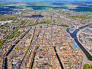 Nederland, Noord-Holland, Alkmaar, 07-05-2021; binnenstad Alkmaar met in de voorgrond Sint Laurentiuskerk / Alkmaarse Cuyperskerk.<br /> Water van Luttik Oudorp tot aan Waagplein. Links van de kerk water van Verdronkenoord, en verder links Oidegracht. Geheel rechts Noordhollands kanaal.<br /> City center of Alkmaar with the Sint Laurentiuskerk / Alkmaarse Cuyperskerk in the foreground.<br /> Water from Luttik Oudorp to Waagplein. To the left of the church water of Verdronkenoord.<br /> luchtfoto (toeslag op standaard tarieven);<br /> aerial photo (additional fee required)<br /> copyright © 2021 foto/photo Siebe Swart
