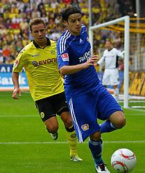 22.08.2010, Signal Iduna Park, GER, Hinrunde 2010/2011, Borussia Dortmund vs Bayer 04 Leverkusen, im Bild: Tranquillo Barnetta (Bayer 04 Leverkusen SUI #7) vs Mario G^tze / Goetze (Dortmund GER #31), EXPA Pictures © 2010, PhotoCredit: EXPA/ nph/  Scholz..+++++ ATTENTION - OUT OF GER +++++ / SPORTIDA PHOTO AGENCY