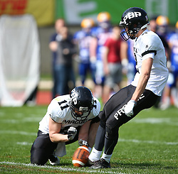 02.04.2016, Eggenberg Stadion, Graz, AUT, AFL, Projekt Spielberg Graz Giants vs Prague Black Panthers, im Bild Jan Dundacek (Prague Panthers, WR/QB, #11) und Jakub Wolesky (Prague Panthers, WR, #2) // during the Austrian Football League game between Projekt Spielberg Graz Giants vs Prague Black Panthers at the Eggenberg Stadium, Graz, Austria on 2016/04/02. EXPA Pictures © 2016, PhotoCredit: EXPA/ Thomas Haumer