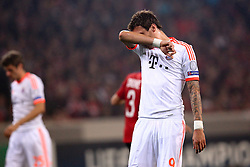 23.10.2012, Grand Stade Lille Metropole, Lille, OSC Lille vs FC Bayern Muenchen, im Bild Mario MANDZUKIC (FC Bayern Muenchen - 9) kann nicht hinsehen - enttaeuscht, frustriert, Entaeuschung, Frust // during UEFA Championsleague Match between Lille OSC and FC Bayern Munich at the Grand Stade Lille Metropole, Lille, France on 2012/10/23. EXPA Pictures © 2012, PhotoCredit: EXPA/ Eibner/ Ben Majerus..***** ATTENTION - OUT OF GER *****