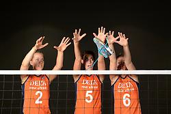21-05-2014 NED: Selectie Nederlands volleybal team vrouwen, Arnhem<br /> Op Papendal werd het Nederlands team volleybal seizoen 2014-2015 gepresenteerd / Mizuno Femke Stoltenborg, Robin de Kruijf, Maret Grothues
