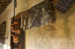 A Charqueada São João, localizada em Pelotas, guarda resquícios do tempo em que escravos negros eram usados como mão-de-obra num dos ciclos de crescimento mais importantes do Estado, o da indústria do charque, no século 19. Hoje, o local recebe turistas interessados em conhecer um pedaço da história e da formação econômica gaúcha. FOTO: Lucas Uebel/Preview.com