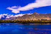 Near Dagze, Tibet (Xizang), China.
