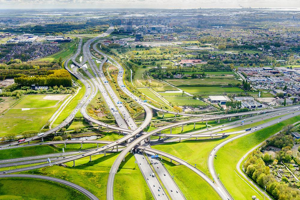 Nederland, Zuid-Holland, Gemeente Den Haag, 28-04-2017; knooppunt Prins Clausplein, kruising A12 met A4. Vlechtwerken tussen het Prins Clausplein en Knooppunt Ypenburg.<br /> Prins Claus junction.<br /> <br /> luchtfoto (toeslag op standard tarieven);<br /> aerial photo (additional fee required);<br /> copyright foto/photo Siebe Swart
