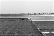 Nederland, Noordoostpolder, 15-9-1985Boer ploegt zijn akker.Foto: Flip Franssen/Hollandse Hoogte