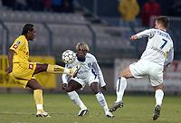 Fotball<br /> Frankrike 2004/05<br /> Auxerre v Souchaux<br /> 15. januar 2005<br /> Foto: Digitalsport<br /> NORWAY ONLY<br /> WILSON ORUMA (SOC) / BACARY SAGNA / BENOIT CHEYROU (AUX)  *** Local Caption *** 40001487