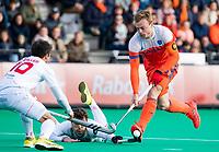 ROTTERDAM -  Mink van der Weerden (NED)  met links /Marc Salles (Spain)  tijdens de Pro League hockeywedstrijd heren, Nederland-Spanje. ANP KOEN SUYK