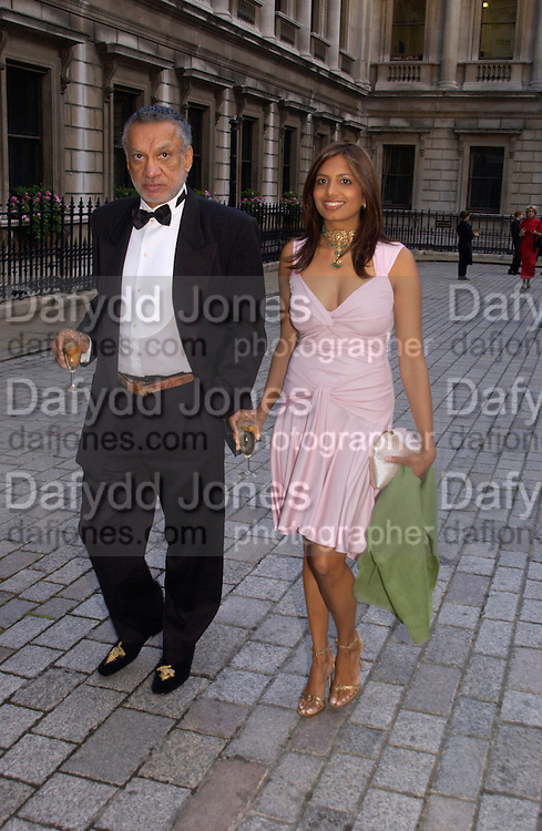 Gulu Lalvani and Divia Lalvani, Around the World in One night, gala to raise money for the Royal Academy,   Royal Academy. 21 June 2004. ONE TIME USE ONLY - DO NOT ARCHIVE  © Copyright Photograph by Dafydd Jones 66 Stockwell Park Rd. London SW9 0DA Tel 020 7733 0108 www.dafjones.com