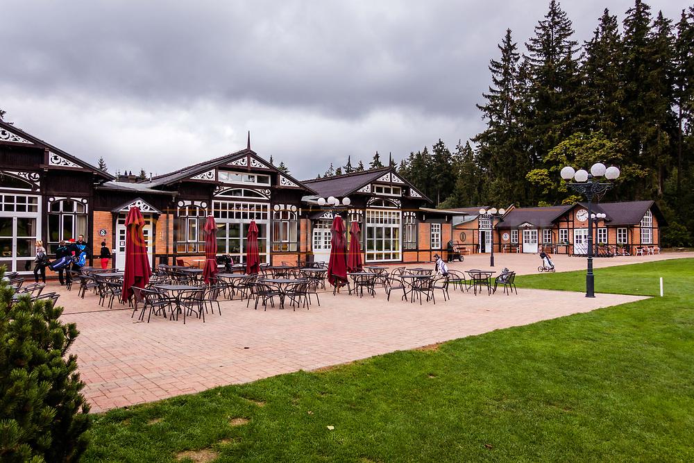 20-09-2015: Royal Golf Club Marianske Lazne in Marianske Lazne (Marienbad), Tsjechië.<br /> Foto: Clubhuis en bijgebouwen