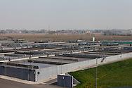 San Rocco, Milano sud : Impianto di depurazione delle acque reflue. vista sul complesso sistema di vasche per il trattamento biologico delle acque.