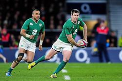 Jonathan Sexton of Ireland looks to pass the ball - Mandatory byline: Patrick Khachfe/JMP - 07966 386802 - 27/02/2016 - RUGBY UNION - Twickenham Stadium - London, England - England v Ireland - RBS Six Nations.