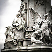 Il monumento della Regina Vittoria davanti a Buckingham Palace.<br /> <br /> The Victoria Memorial, the monument to Queen Victoria located in front of the Buckingham Palace.