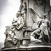 Il monumento della Regina Vittoria davanti a Buckingham Palace.<br /> <br /> The Victoria Memorial, the monument to Queen Victoria located in front of the Buckingham Palace.
