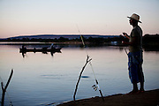Ibiai_MG, Brasil...Rio Sao Francisco, o rio da integracao nacional. Na foto, pesca do rio...The Sao Francisco river, It is an important river for Brazil, called the river of national integration. In this photo, the fishing in the river...Foto: LEO DRUMOND / NITRO