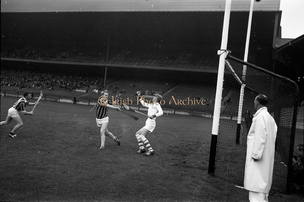 11/09/1966<br /> 09/11/1966<br /> 11 September 1966<br /> National Hurling League Final: New York v Kilkenny at Croke Park, Dublin.<br /> K. Croke, the New York goalie, pulls the ball from the air to save a close attempt on his goal by Kilkenny.