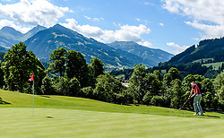 THEMENBILD - Ein Golfspieler am Golfclub Eichenheim mit den Südbergen Kitzbühels im Hintergrund, aufgenommen am 04. Juli 2017, Kitzbühel, Österreich // A golf player at the Eichenheim golf club with the southern Kitzbuhel mountains in the background at Kitzbühel, Austria on 2017/07/04. EXPA Pictures © 2017, PhotoCredit: EXPA/ Stefan Adelsberger