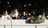 Fotball<br /> Tippeligaen Eliteserien<br /> 28.07.08<br /> Ullevaal Stadion<br /> Vålerenga VIF - Tromsø TIL<br /> Manager Martin Andresen på tribunen flankert av direktør pål Breen og Kjetil Wæhler<br /> Foto - Kasper Wikestad