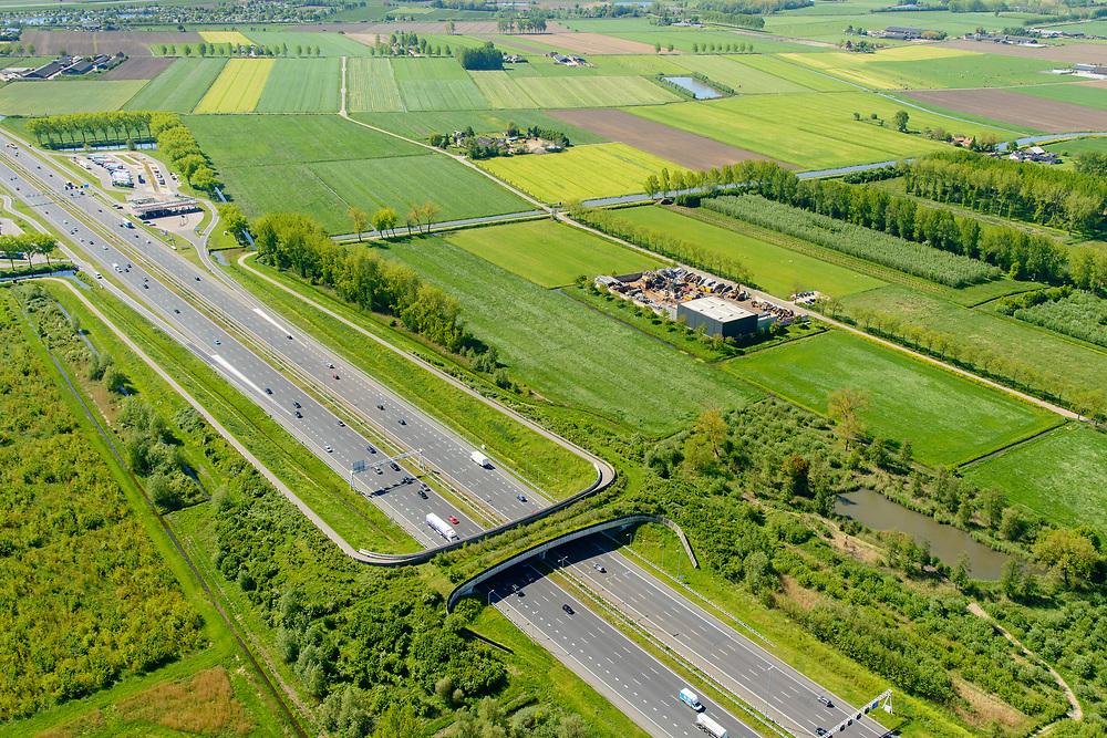 Nederland, Gelderland, Gemeente Geldermalsen, 13-05-2019; Ecoduct Lage Veld, ook ecoduct Beesdsche Veld genoemd, A2 ten noorden van Beesd.<br /> Ecoduct highway / motorway A2.<br /> aerial photo (additional fee required); luchtfoto (toeslag op standard tarieven); copyright foto/photo Siebe Swart
