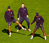Fotball<br /> Foto: SBI/Digitalsport<br /> NORWAY ONLY<br /> <br /> England trener 08.10.2004<br /> <br /> England's Wayne Rooney (C) with Jermaine Jenas (L) and Darius Vassell