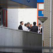 Nederland 10 april 2011. Alphen aan den Rijn. Winkelcentrum Ridderhof. Op 9 april vond daar een afschuwelijke schietpartij palats. Minister Opstelten bezoekt de plek van het delict. Zes doden en zeker twintig gewonden. Dader heeft zelfmoord gepleegd. Zondagavond moment van bezinning bij het winkelcentrum. Duizenden mensen waren aanwezig bij het moment van stilte en troost. Kaarsen werden neergelegd. Burgemeester Eenhoorn sprak. Nabestaanden, familieleden, omwonenden, belangstellenden en mensen van ver. Foto: David Rozing