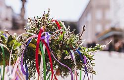 THEMENBILD - traditionelle Palmbuschen mit Palmkätzchen, Buchs und bunten Bändern werden an einem Stand in der Salzburger Altstadt verkauft, aufgenommen am 31. März 2019 in Salzburg, Oesterreich // traditional palm bushes with palm kittens, boxes and colourful ribbons are sold at a stand in Salzburg's old town, Austria on 2019/03/31. EXPA Pictures © 2019, PhotoCredit: EXPA/Stefanie Oberhauser