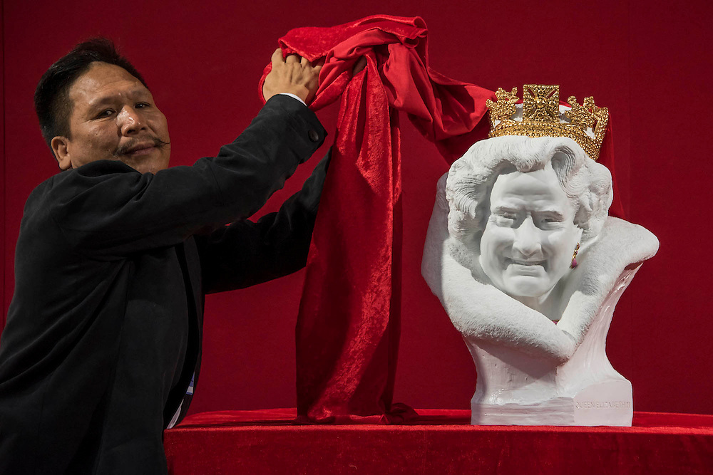 Chen Dapeng unveils a new bust of Her Majesty Queen Elizabeth II, which he has executed to celebrate the 2015 UK-China Year of Cultural Exchange (it is on a stand with his other million pound works). Winter Olympia Art & Antiques Fair- in its 25th year the fair plays host to 22,000 visitors who come to see over 30,000 pieces for sale from the 120 hand-picked dealers valued frpom £100-£1m.  The fair runs from 2-8 November 2015, opening with the Collector's Preview Reception on 2 November at 5pm..