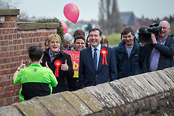 © Licensed to London News Pictures . 17/04/2015 . Chester , UK . A woman jogging along the city walls gives Eddie Izzard a thumbs up as Izzard and Chris Matheson campaign in the City of Chester constituency for the Labour Party . Photo credit : Joel Goodman/LNP